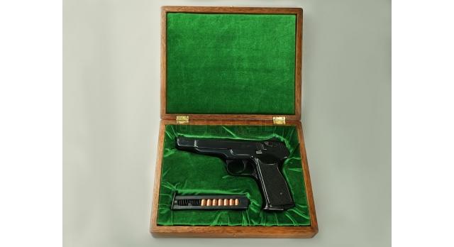 Подарочный футляр для пистолета АПС / Дерево с зеленым бархатом [п-94/3]
