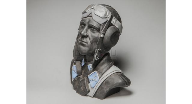 Бюст «Советский летчик-победитель»