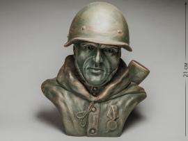 3303 Бюст «Боец РККА с медалью на груди»