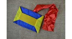 Повязка сторон для страйкбольной команды/Желто-синяя с красной лентой на липучке [сн-395]