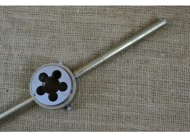 Вороток для плашек с резьбой М16-М24 (плашкодержатель)