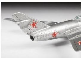 Сборная модель ZVEZDA Советский истребитель МиГ-15, 1/72 1